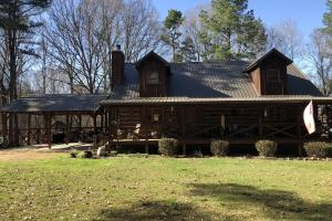 Rustic, Country Home With 138 Acres in Holmes County - Holmes County MS