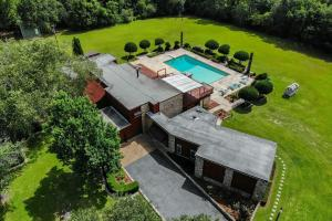 Newman Road Large Contemporary Home with Acreage in Mobile, AL (14 of 90)