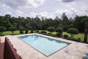 Newman Road Large Contemporary Home with Acreage in Mobile, AL (83 of 90)