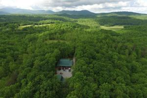 Cumberland Mountains Cabin and Camp - Scott County TN