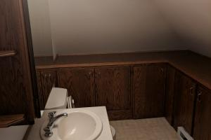 <p>1/2 bath upstairs!</p>