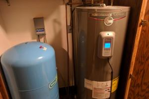 <p>Ceresco Acreage and Pasture&nbsp;water heater!</p>