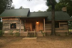 Unique Log Cabin & 153.7 Acres - Attala County MS