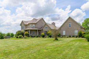 Beautiful Family Home on Lake and Farmland