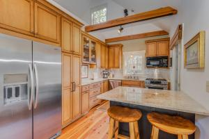 <p>Custom Kitchen</p>