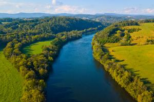 Nearby Holston River offers fantastic trout fishing and paddling opportunities (43 of 43)