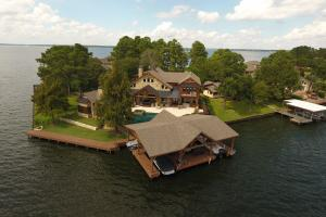 Live in a Barn! - Waterfront Point Lot - Lake Conroe - Montgomery County TX