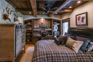 Live in a Barn! - Waterfront Point Lot - Lake Conroe in Montgomery, TX (22 of 30)
