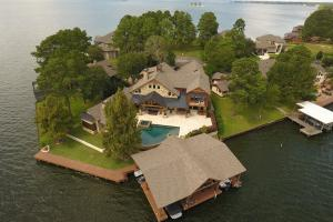 Live in a Barn! - Waterfront Point Lot - Lake Conroe in Montgomery, TX (2 of 30)