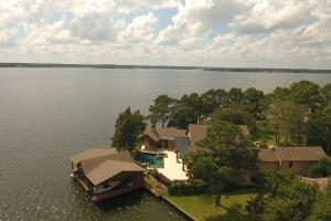 Live in a Barn! - Waterfront Point Lot - Lake Conroe in Montgomery, TX (8 of 30)