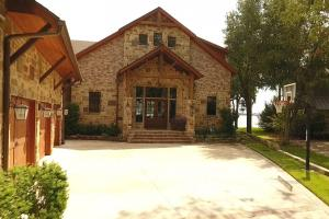 Live in a Barn! - Waterfront Point Lot - Lake Conroe in Montgomery, TX (6 of 30)