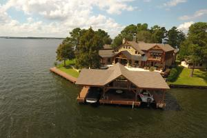 Live in a Barn! - Waterfront Point Lot - Lake Conroe in Montgomery, TX (3 of 30)