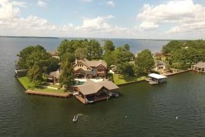 Live in a Barn! - Waterfront Point Lot - Lake Conroe in Montgomery, TX (12 of 30)