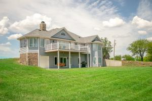 Burlingame Dream Home and Acreage - Osage County KS
