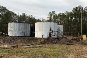 <p>on site oil tanks&nbsp;&nbsp;</p>