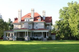 Historic Home & Private Lake Near Carthage in Jasper, MO (2 of 80)