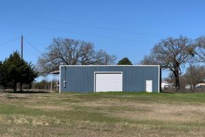 <p>Large Shop on 12.7 acres in Scurry</p>