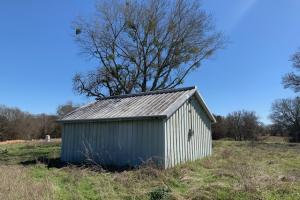 <p>Shed on 12.7 acres in Scurry</p>