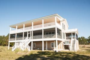 Bath Homestead on Pamlico River  in Beaufort, NC (7 of 50)