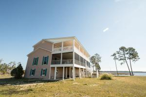 Bath Homestead on Pamlico River  in Beaufort, NC (4 of 50)