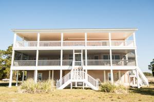 Bath Homestead on Pamlico River  in Beaufort, NC (6 of 50)