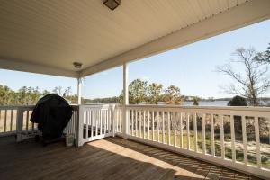 Bath Homestead on Pamlico River  in Beaufort, NC (22 of 50)