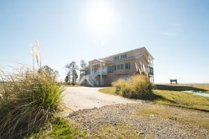 Bath Homestead on Pamlico River  in Beaufort, NC (8 of 50)