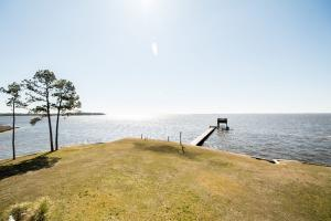Bath Homestead on Pamlico River  in Beaufort, NC (15 of 50)