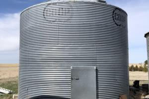 Huntsman home and pasture grain bin (non-electric) with loft for storage (34 of 48)