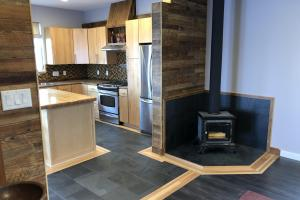 Huntsman home features a fresh air burning wood stove (9 of 48)