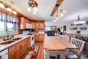 Quaint Valley Acreage all appliances stay! (9 of 32)