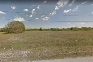 Wonderful Cape Coral Freshwater lot for sale!  in Lee, FL (3 of 5)