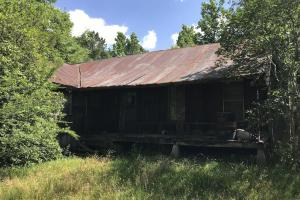 Front View of Home in Disrepair Built in 1922 That Has Been Used as a Hunting Camp in Recent Years - +/- 39 Acres Near Camden in Madison County, MS (3 of 10)