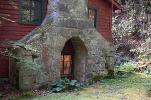 Unique stone chimney - Secluded Mountain Cabin on 103 Acres with Pond and Creek (15 of 49)