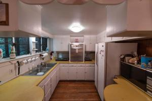 Kitchen - Secluded Mountain Cabin on 103 Acres with Pond and Creek (25 of 49)