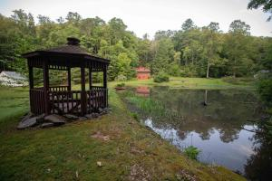 Pergola  and meadow - Secluded Mountain Cabin on 103 Acres with Pond and Creek (9 of 49)