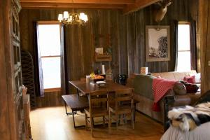 Stunning Cabin and Strip Pit Getaway in Vernon, MO (7 of 57)