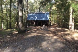 Secluded log home in the country - Warren County MS