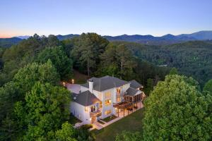 Mountain Top Dream Home With Acreage