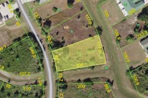 Build your dream home on this beautiful Punta Gorda lot!