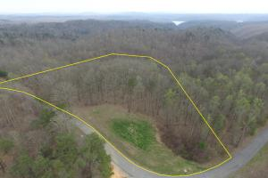 6.5 acre Lot in a Gated Community on Lake Cumberland