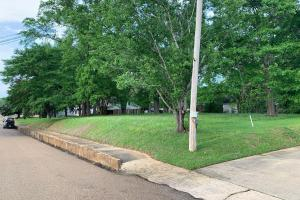 Beautiful Residential or Commercial Lot Just North of the Court Square in Carthage - Leake County, MS