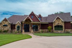 Front view of this premier home in Van Zandt County.  (7 of 30)