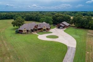 Well manicured pasture surrounding this stunning home in Mabank ISD.  (3 of 30)