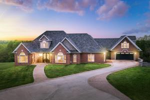 Luxury Home & Farm 10 minutes from Dale Hollow Lake