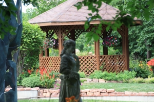 Spectacular Omaha Home Site with Stunning English Gardens in Douglas, NE (20 of 53)