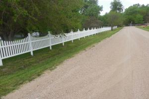 <p>Looking north from near entrance to property at beautiful vinyl fence along house yard.</p>