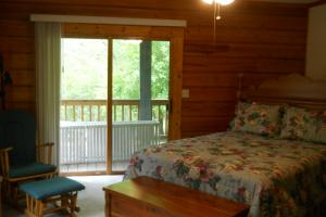 <p>Both bedrooms in the guest house open onto a porch</p>