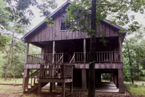 Lodge and Land on Creek Near Poplarville  - Pearl River County MS