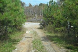 <p>Access off Hwy 120</p>